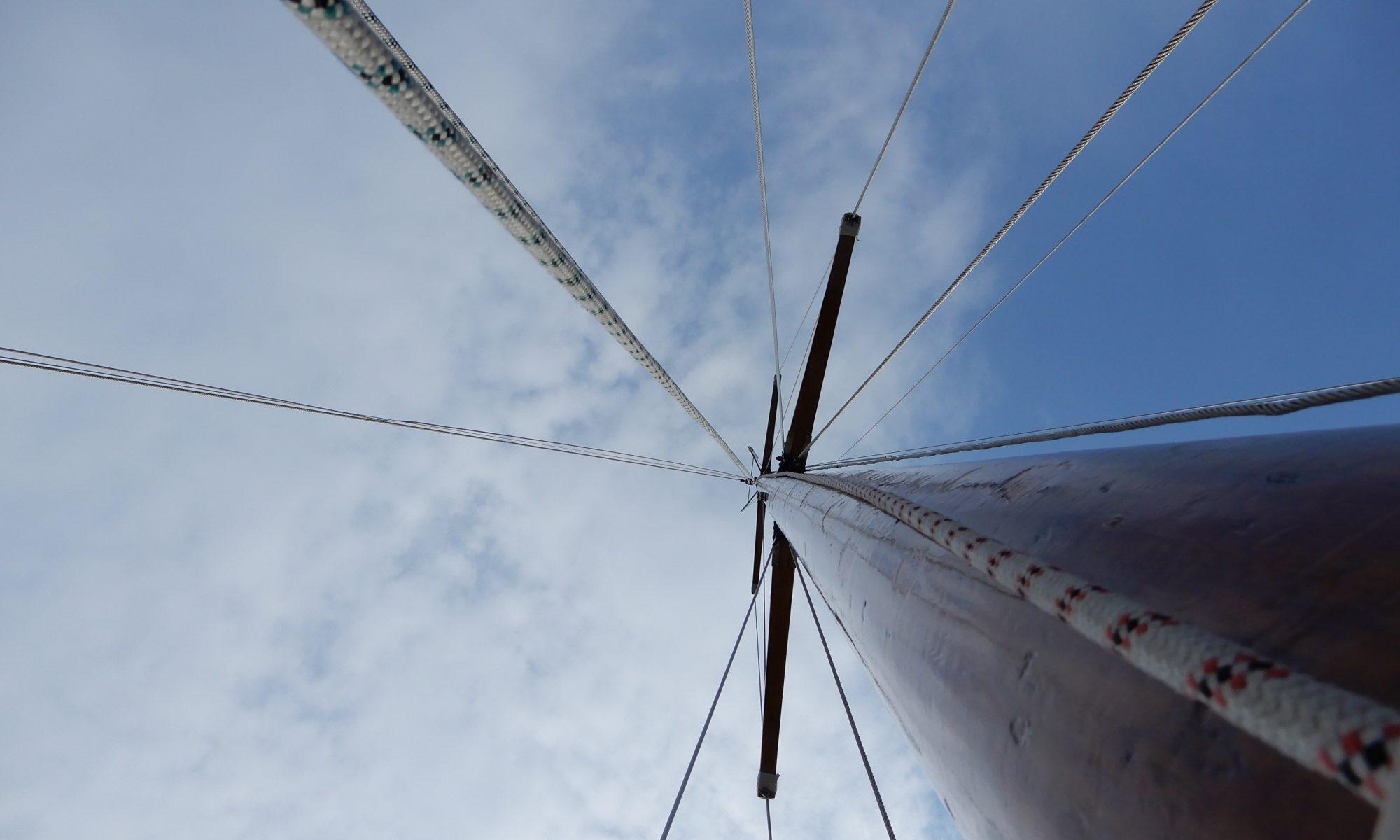 Der Mast beim Segelsetzen schn ganz Beeindruckend